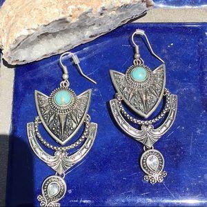 Jewelry - 🍒Medium size turquoise costume earrings